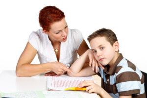 Konzentration bei Kindern während der Hausaufgaben