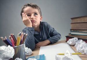Mangelnde Konzentration bei Kindern kann zu Frust führen